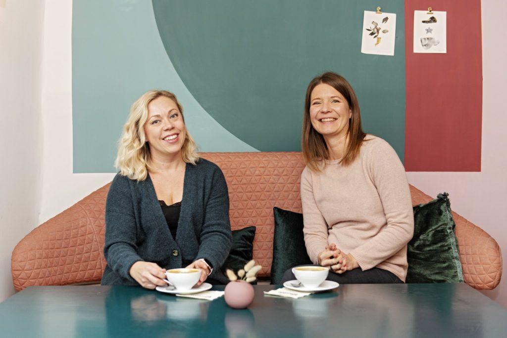 positiivisen psykologian kouluttajat Reetta Yrttiaho ja Susanna Posio